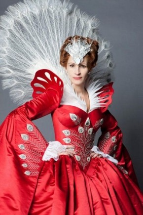 julia-roberts-snow-white-movie-2-400x600