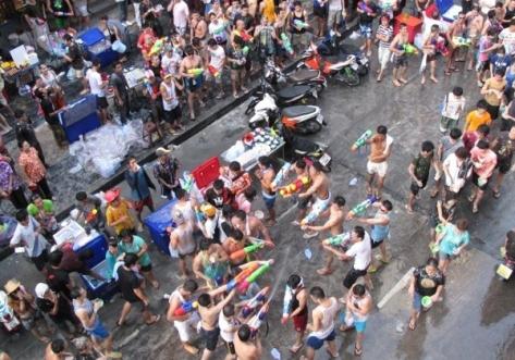 songkran menjadi salah satu obyek wisata terbesar thailand