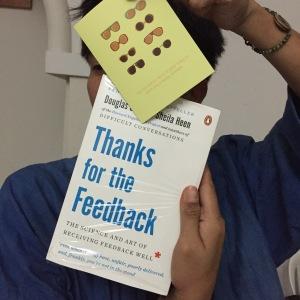 Nyinyir juga bisa dilakukan dalam bentuk seperti memberi hadiah buku ini ke temen yang hobbynya komentar atau ikut campur urusan orang